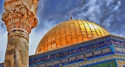 كيف حدث الاسراء وقد بني الأقصى بعد النبي عليه الصلاة و السلام بنحو مئة سنة ؟؟؟